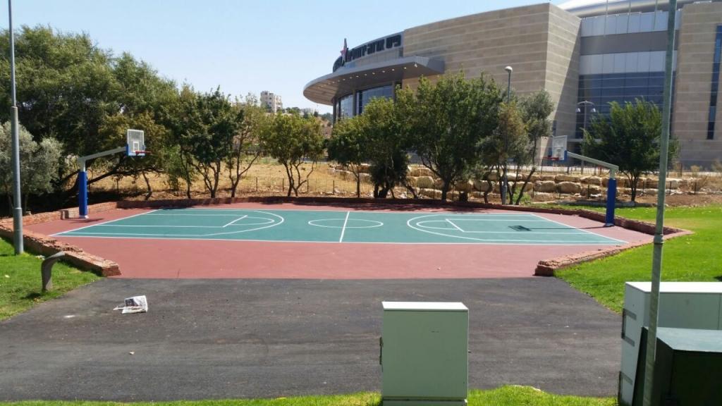 חידוש מגרש ספורט – גן אלמליח ירושלים