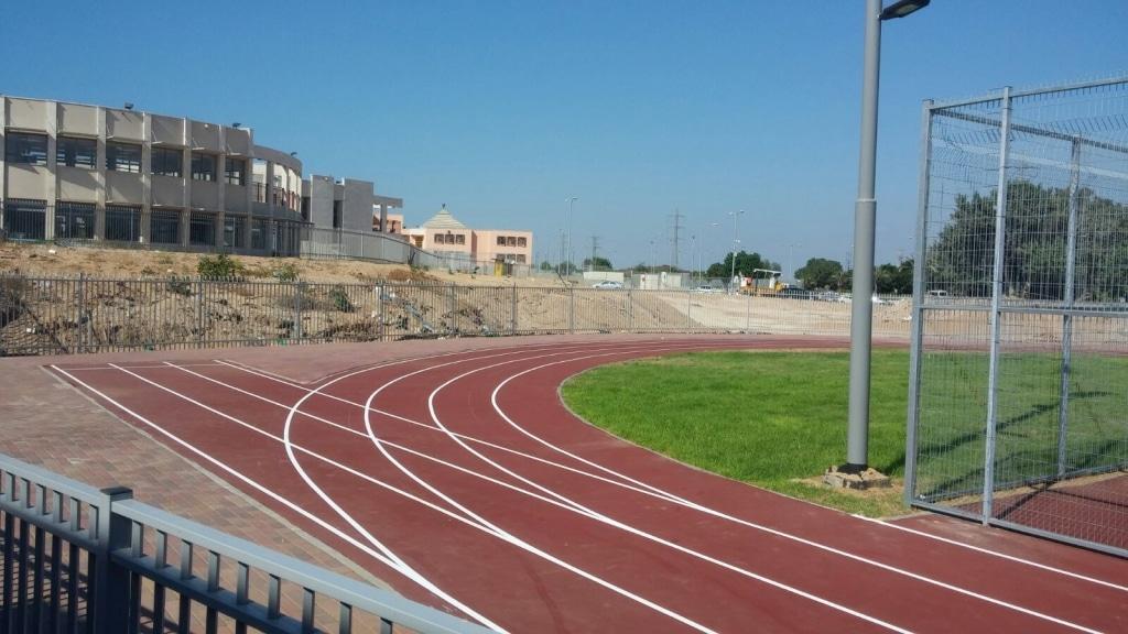 סימון מסלול ריצה בבית ספר בסתריה